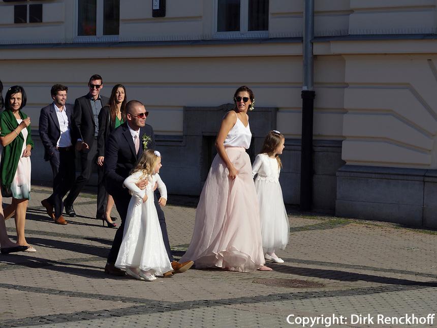 Hochzeit, Rathaus am nam.SNP  in Banska Bystrica, Banskobystricky kraj, Slowakei, Europa<br /> wedding at town hall at  nam. SNP in Banska Bystrica, Banskobystricky kraj, Slovakia, Europe