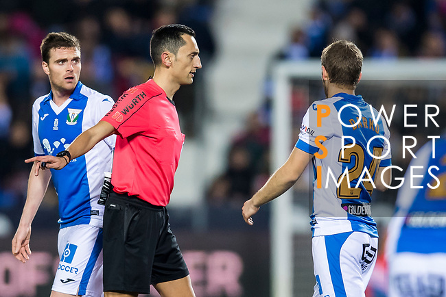 Referee Jose Maria Sanchez Martinez speaks to Darko Brasanac of CD Leganes during the Copa del Rey 2017-18 match between CD Leganes and Real Madrid at Estadio Municipal Butarque on 18 January 2018 in Leganes, Spain. Photo by Diego Gonzalez / Power Sport Images