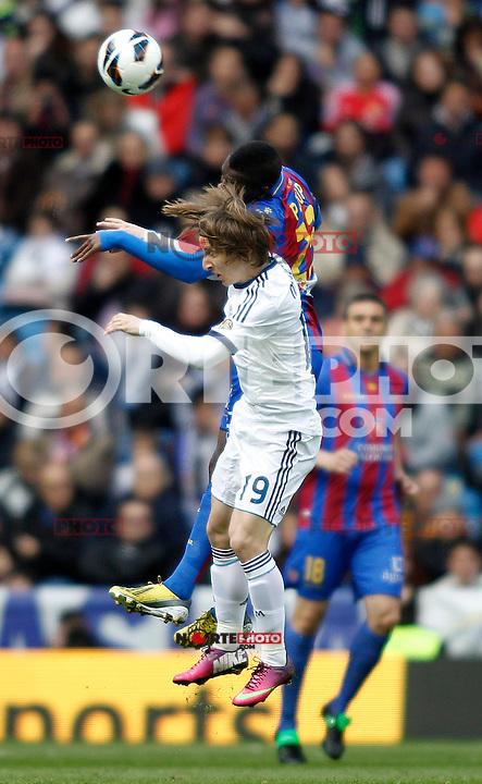 Real Madrid's Luka Modric and Levante's Diop during La Liga BBVA match. April 6, 2013.(ALTERPHOTOS/Alconada)