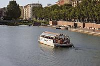 - Milan, battello turistico sulla Darsena<br /> <br /> - Milano,  tourist boat on the Darsena
