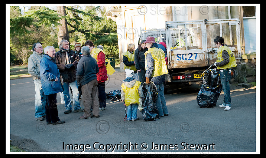 """01/02/2010  Copyright  Pic : James Stewart.19_dollar_park  .::  """" FRIENDS OF DOLLAR PARK """" LITTER PICK : SUNDAY 31ST JANUARY 2010 :: .James Stewart Photography 19 Carronlea Drive, Falkirk. FK2 8DN      Vat Reg No. 607 6932 25.Telephone      : +44 (0)1324 570291 .Mobile              : +44 (0)7721 416997.E-mail  :  jim@jspa.co.uk.If you require further information then contact Jim Stewart on any of the numbers above........."""