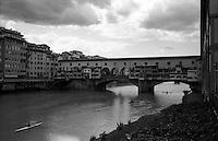 Firenze, Ponte Vecchio. Kayak, Arno