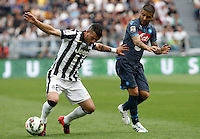 Calcio, Serie A: Juventus vs Napoli. Torino, Juventus Stadium, 23 maggio 2015. <br /> Juventus' Stefano Sturaro, left, is challenged by Napoli's Lorenzo Insigne during the Italian Serie A football match between Juventus and Napoli at Turin's Juventus Stadium, 23 May 2015.<br /> UPDATE IMAGES PRESS/Isabella Bonotto