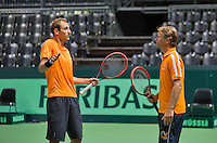 Swiss, Genève, September 14, 2015, Tennis,   Davis Cup, Swiss-Netherlands, practise Dutch team, Thiemo de Bakker in discussion with captain Jan Siemerink (R)<br /> Photo: Tennisimages/Henk Koster