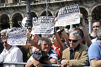 - demonstration of April 25, anniversary of Italy's Liberation from the nazifascism; youth leftists protest against the authorities <br /> <br /> - manifestazione del 25 aprile, anniversario della Liberazione dell'Italia dal nazifascismo; giovani di sinistra protestano contro le autorità