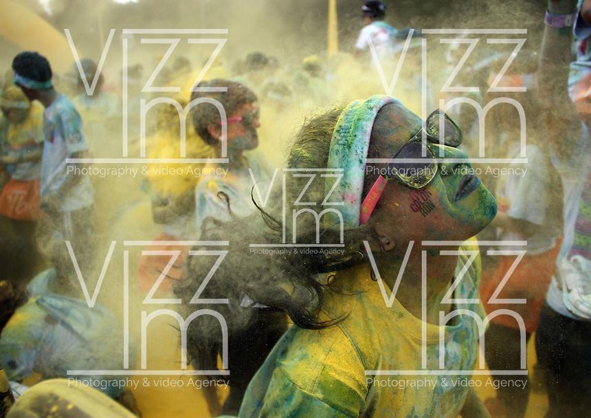 BOGOTA -COLOMBIA, 26-OCTUBRE-2014.  Se realizo la carrera de cinco kilometros The Color  Run en los alrededores del parque Simon Bolivar. / Five km race was ran The Color Run around Simon Bolivar Park<br /> .Photo / VizzorImage / Felipe Caicedo / Staff