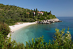 Greece, Ionian Islands, Paxos: Khaki Lagkada beach on east coast | Griechenland, Ionische Inseln, Paxos: Khaki Lagkada beach an der Ostkueste