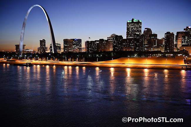 Night cityscape of Saint Louis, Missouri.