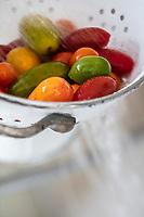 Gastronomie Gnérale / Diététique / Tomate cerises bio , rondes et allongées panachées // General Gastronomy / Diet / Organic cherry tomatoes, round and long variegated