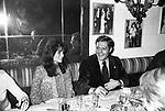 MARCELLO MASTROIANNI CON JACQUELINE BISSET AL RISTORANTE GRATICOLA ROMA 1974