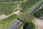 Foto: VidiPhoto<br /> <br /> ARNHEM – De wildwissel Terlet bij Arnhem. Het ecoduct over de A50 tussen Apeldoorn en Arnhem vlakbij buurtschap Terlet is in 1988 tegelijk met Wildwissel Woeste Hoeve geopend bij de opening van de A50 tussen knooppunt Waterberg en de afrit Hoenderloo. Hiermee zijn deze twee ecoducten de oudste van Nederland. Ecoducten zijn noodzakelijk voor de instandhouding en levensvatbaarheid van diersoorten en voorkomen onderlinge inteelt.