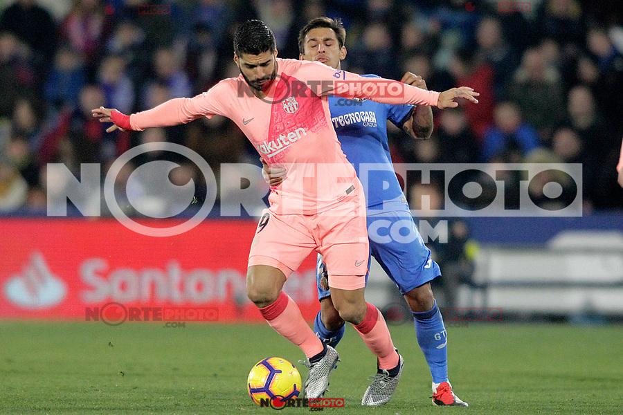 Getafe CF's Damian Suarez (r) and FC Barcelona's Luis Suarez during La Liga match. January 6,2019. (ALTERPHOTOS/Acero) /NortePhoto.com