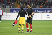 Die beiden Brasilianer Tinga (BVB) und Caio( Eintracht) tauschen die Trikots<br /> Eintracht Frankfurt vs. Borussia Dortmund, Commerzbank Arena<br /> *** Local Caption *** Foto ist honorarpflichtig! zzgl. gesetzl. MwSt. Auf Anfrage in hoeherer Qualitaet/Aufloesung. Belegexemplar an: Marc Schueler, Am Ziegelfalltor 4, 64625 Bensheim, Tel. +49 (0) 6251 86 96 134, www.gameday-mediaservices.de. Email: marc.schueler@gameday-mediaservices.de, Bankverbindung: Volksbank Bergstrasse, Kto.: 151297, BLZ: 50960101