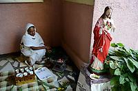 ETHIOPIA , Dire Dawa , catholic church, orphanage for girls, afternoon coffee ceremony / AETHIOPIEN, Dire Dawa, katholische Kirche, Waisenheim fuer Maedchen und HIV Aids Waisen, Kaffeezeromonie