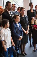 TINA ARENA EN FAMILLE - VERNISSAGE DE LíEXPOSITION 'LíåIL ET LA MAIN' A L'AMBASSADE D'AUSTRALIE