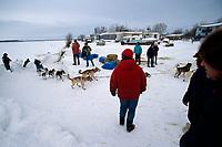 Bill Cotter Runs Up Bank Of Yukon to Galena Checkpoint<br /> 2004 Iditarod