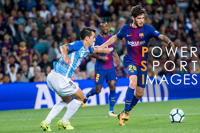 Sergi Roberto Carnicer (r) of FC Barcelona fights for the ball with Luis Hernandez Rodriguez of Malaga CF during the La Liga 2017-18 match between FC Barcelona and Malaga CF at Camp Nou on 21 October 2017 in Barcelona, Spain. Photo by Vicens Gimenez / Power Sport Images