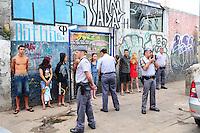 SAO PAULO, SP, 05 Janeiro 2012.Cracolandia Policia Militar aborda usuarios  (FOTO: ADRIANO LIMA - NEWS FREE)