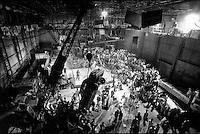 INDIEN Bombay , Bollywood Filmproduktion Rishtey mit Filmstar Anil Kapoor und Karishma Kapoor in Filmstudio Filmalaya / INDIA Mumbai Bombay, Bollywood, film set for Rishtey with movie star Anil Kapoor und actress Karishma Kapoor in Filmalaya studio - copyright Joerg Boethling, also as signed black white Baryt fine print available!
