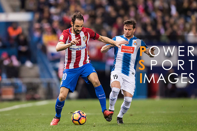 Juanfran of Atletico de Madrid competes for the ball with Pablo Daniel Piatti of RCD Espanyol during the La Liga match between Atletico de Madrid and RCD Espanyol at the Vicente Calderón Stadium on 03 November 2016 in Madrid, Spain. Photo by Diego Gonzalez Souto / Power Sport Images