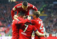 celebrate the goal, Torjubel zum 0:1 um Franck Ribery (FC Bayern Muenchen) mit Robert Lewandowski (FC Bayern Muenchen), Thomas Mueller (FC Bayern Muenchen), Rafinha (FC Bayern Muenchen) - 22.12.2018: Eintracht Frankfurt vs. FC Bayern München, Commerzbank Arena, DISCLAIMER: DFL regulations prohibit any use of photographs as image sequences and/or quasi-video.