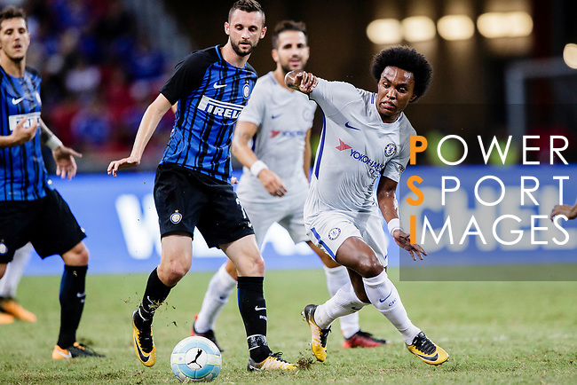Chelsea Midfielder Willian da Silva (R) in action during the International Champions Cup 2017 match between FC Internazionale and Chelsea FC on July 29, 2017 in Singapore. Photo by Marcio Rodrigo Machado / Power Sport Images