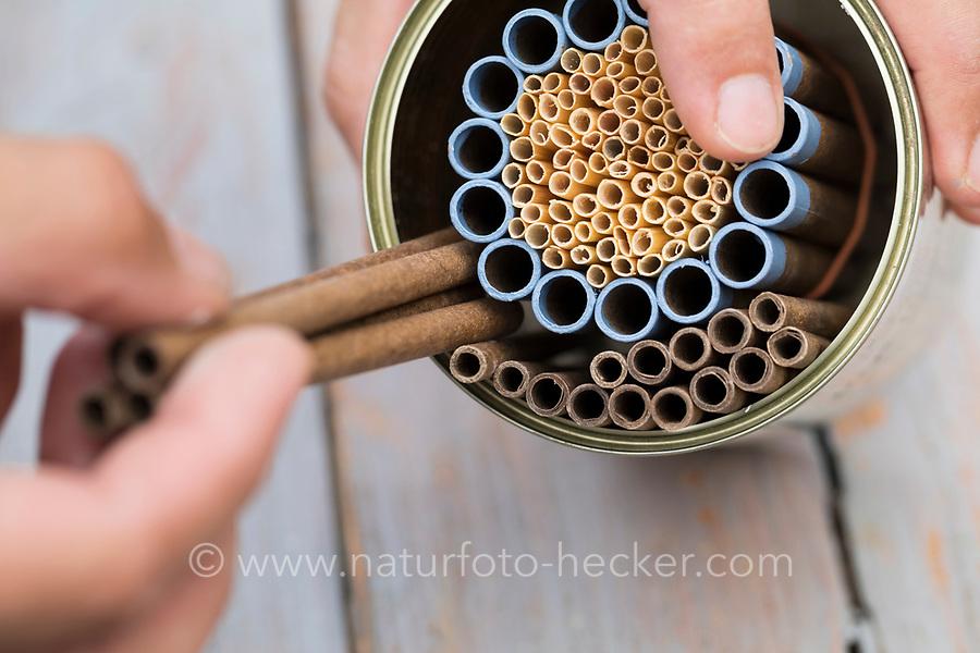 Wildbienen-Nisthilfe mit Papp-Röhrchen, Pappröhrchen und Natur-trohhalmen, Natur-Strohhalm in einer Konservendose, als ringförmige Muster angeordnet, Röhrchen, Niströhrchen, Niströhren, Wildbienen-Nisthilfen, Wildbienen-Nisthilfe selbermachen, selber machen, Wildbienenhotel, Insektenhotel, Wildbienen-Hotel, Insekten-Hotel