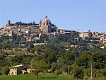 Italien, Latium, Montefiascone: mit Basilica di San Flaviano, beim Lago di Bolsena | Italy, Lazio, Montefiascone near Lago di Bolsena: with Basilica di San Flaviano