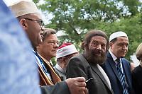 """Der """"Marsch der Muslime gegen Terrorismus"""" am Sonntag den 9. Juli 2017 in Berlin.<br /> Etwa sechzig Imame aus Frankreich und anderen europaeischen Laendern, darunter auch sechs Imame aus Berlin werden ab dem 9. Juli 2017 in europaeische Staedte fahren, wo es in den letzten Jahren besonders schwere islamistisch motivierte Terroranschlaege gegeben hat.In Berlin versammelten sie sich zusammen mit Mitgliedern der christlichen und juedischen Gemeinde an der Kaiser-Wilhelm-Gedaechtnis-Kirche in Berlin-Charlottenburg wo im Dezember 2016 einen Anschlag auf den Weihnachtsmarkt gegeben hatte.<br /> Der franzoesische Imam Hassen Chalghoumi aus dem Pariser Vorort Drancy engagiert sich seit vielen Jahren fuer ein friedliches Miteinander der Religionen, insbesondere im Verhaeltnis der Muslime zum Judentum. Zusammen mit seinem Freund, dem juedischen Schriftsteller Marek Halter, der seit Jahrzehnten in gleicher Weise engagiert ist hat er den """"Marche des musulmans contre le terrorisme"""" initiert. Sie wollen nach Bruessel, Paris, St.-Etienne-du-Rouvray, Toulouse und Nizza und dort oeffentlich fuer die Opfer beten und gegen einen Missbrauch des Islam durch Terroristen und menschenfeindliche Gruppen eintreten.<br /> Die Evangelische Kirche Berlin-Brandenburg-schlesische Oberlausitz unterstuetzt das Anliegen der """"Marche des musulmans contre le terrorisme"""". Der Landesbischof Dr. Markus Droege hat an dem Gebet der Muslime auf dem Breitscheidplatz als Gast teilgenommen und einen Segen fuer die Teilnehmer ausgesprochen.<br /> Im Bild: Vlnr. Landesbischof Droege, Marek Halter und Imam Chalghoumi.<br /> 9.7.2017, Berlin<br /> Copyright: Christian-Ditsch.de<br /> [Inhaltsveraendernde Manipulation des Fotos nur nach ausdruecklicher Genehmigung des Fotografen. Vereinbarungen ueber Abtretung von Persoenlichkeitsrechten/Model Release der abgebildeten Person/Personen liegen nicht vor. NO MODEL RELEASE! Nur fuer Redaktionelle Zwecke. Don't publish without copyright Christian-Ditsch.de, Veroeffentlic"""