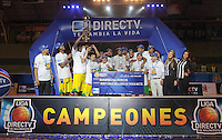 BUCARAMANGA -COLOMBIA, 10-06-2013. Jugadores de Bambuqueros celebran el triunfo como campeones de la Liga DirecTV de baloncesto Profesional de Colombia 2013 1 al ganar la serie 4-0 sobre Búcaros en el Coliseo Vicente Díaz Romero de Bucaramanga./ Bambuqueros players celebrate as a champions of the DirecTV professional basketball League in Colombia 2013 1 after winning the final set 4-0 over Bucaros at Vicente Diaz Romero coliseum in Bucaramanga. Photo: VizzorImage / Jaime Moreno / STR