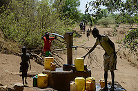 ETHIOPIA, Southern Nations, Lower Omo valley, Kangaten, village Kakuta, Nyangatom tribe, water pump at dry river Kibisch / AETHIOPIEN, Omo Tal, Kangaten, Dorf Kakuta, Nyangatom Hirtenvolk, Wasserpumpe am trocknen Fluss Kibish