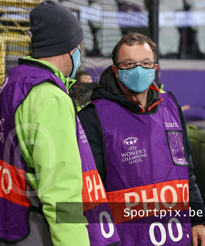 Sportpix.be photographer Dirk Vuylsteke pictured before  a female soccer game between RSC Anderlecht Dames and Portugese Benfica Ladies  in the second qualifying round for the Uefa Womens Champions League of the 2020 - 2021 season , Wednesday 18 th of November 2020  in ANDERLECHT , Belgium . PHOTO SPORTPIX.BE | SPP | SEVIL OKTEM