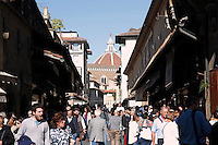 Turisti a Ponte Vecchio<br /> Tourists at Ponte Vecchio (Old Bridge)<br /> Firenze 07-10-2016. Luoghi e Monumenti della citta'. <br /> Florence 7th October 2016. Places and monuments of the city.<br /> Foto Samantha Zucchi Insidefoto
