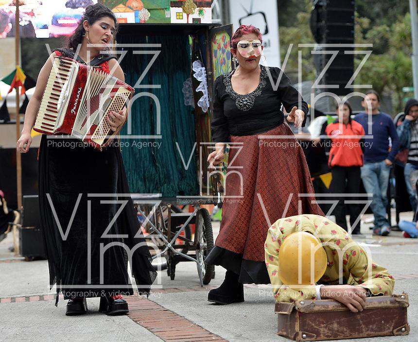 """BOGOTÁ-COLOMBIA-19-04-2014. Presentación de la obra """"La Redención De Los Escombros"""" del Grupo De Teatro Al Aire Libre Esperanza De Los Remedios, Colombia, realizado en el Parque Nacional de Bogotá y que forma parte de la programación del XIV Festival Iberoamericano de Teatro de Bogotá 2014./  Play """"La Redencion de los Escombros"""" of  the Group Outdoor Theater Esperanza De Los Remedios, Colombia, performed at Parque Nacional of Bogota as a part of  schedule of the XIV Ibero-American Theater Festival of Bogota 2014.  Photo: VizzorImage/ Gabriel Aponte /Staff"""