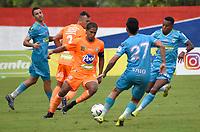 MONTERIA - COLOMBIA, 31-10-2020: Diomar Diaz de Jaguares disputa el balón con Jairo Palomino de Envigado durante partido por la fecha 17 Liga BetPlay DIMAYOR 2020 entre Jaguares de Córdoba F.C. y Envigado F.C. jugado en el estadio Jaraguay de la ciudad de Montería. / Diomar Diaz of Jaguares struggles the ball with Jairo Palomino of Envigado during match for the date 17 BetPlay DIMAYOR League 2020 between Jaguares de Cordoba F.C. and Envigado F.C. played at Jaraguay stadium in Monteria city. Photo: VizzorImage / Andres Felipe Lopez / Cont