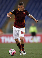 Calcio, Serie A: Roma vs Bologna. Roma, stadio Olimpico, 11 aprile 2016.<br /> Roma's Francesco Totti in action during the Italian Serie A football match between Roma and Bologna at Rome's Olympic stadium, 11 April 2016.<br /> UPDATE IMAGES PRESS/Isabella Bonotto