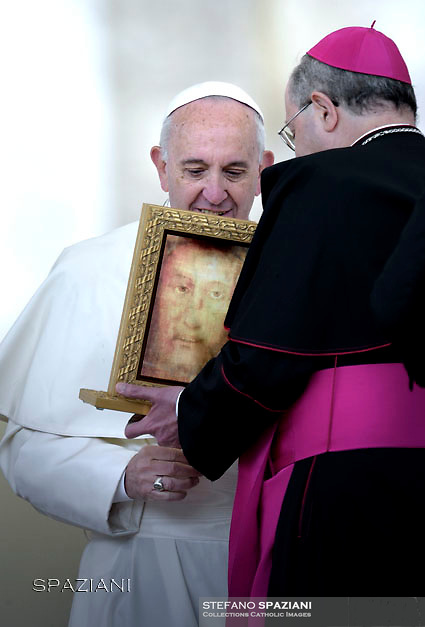 Pope Francis Vescovo Bruno Forte IL VOLTO SANTO di Manoppello  during his weekly general audience in St. Peter square at the Vatican, Wednesday.April 27 2016.