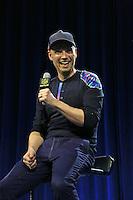 Gitarrist Jonny Buckland von Coldplay hat Spaß - Super Bowl 50 Halbzeitshow PK, Moscone Center San Francisco