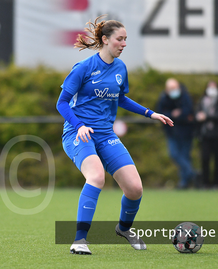 Caro Gielen (5) of KRC Genk with the ball during a female soccer game between Sporting Charleroi and KRC Genk on the 4 th matchday in play off 2 of the 2020 - 2021 season of Belgian Scooore Womens Super League , friday 30 th of April 2021  in Marcinelle , Belgium . PHOTO SPORTPIX.BE | SPP | Jill Delsaux