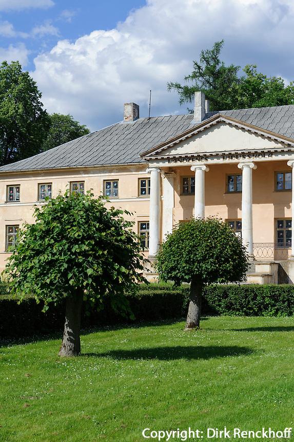 Schule in ehemaligem Schloss Vandzenes Pils bei Talsi, Lettland, Europa