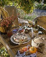 """Europe/France/Provence-Alpes-Côtes d'Azur/84/Vaucluse : Gâteau d'épeautre (sorte de froment ou blé rustique) aux fruits confits -  dessert     de """"La Table du Comtat""""."""