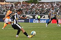 RIO DE JANEIRO, RJ, 29 DE JANEIRO 2012 - CAMPEONATO CARIOCA - 1o TURNO - TAÇA GUANABARA - NOVA IGUAÇU X BOTAFOGO - Lucas, jogador do Botafogo durante partida contra o Nova Iguaçu, pela 2o rodada da Taça Guanabara, no estádio Proletário, na cidade do Rio de Janeiro, neste domingo, 29. FOTO: BRUNO TURANO – NEWS FREE.