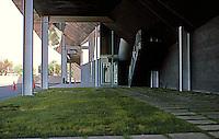 Eric Owen Moss: Stealth Building. Looking under it, north on Hayden. Photo 1999.