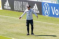 Bundestrainer Joachim Loew (Deutschland Germany) gibt Anweisungen mit Assistenztrainer Marcus Sorg (Deutschland Germany) - Seefeld 31.05.2021: Trainingslager der Deutschen Nationalmannschaft zur EM-Vorbereitung