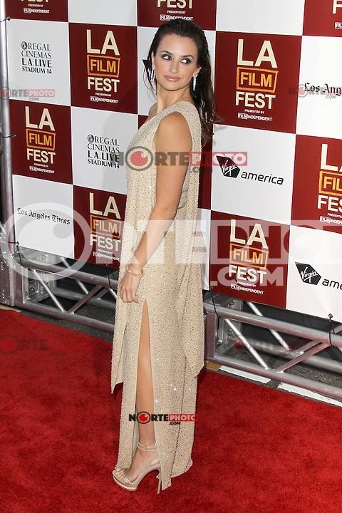 Penelope Cruz at Film Independent's 2012 Los Angeles Film Festival Premiere of 'To Rome With Love' at Regal Cinemas L.A. LIVE Stadium 14 on June 14, 2012 in Los Angeles, California. ©mpi21/MediaPunch Inc. NORTEPHOTO.COM<br /> NORTEPHOTO.COM<br /> *credito*obligatorio*<br /> *SOLO*VENTA*EN*MEXICO*