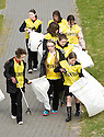 20/04/2010   Copyright  Pic : James Stewart.24_helix_litter  .::  HELIX PROJECT ::  KIDS FROM BRAES HIGH SCHOOL TAKE PART IN THE LITTER PICK AT THE FORTH & CLYDE CANAL BETWEEN LOCK 2 AND THE BLUE BRIDGE ::.