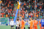 The Hague, Netherlands, June 03: Players of Korea and The Netherlands shake hands after the field hockey group match (Men - Group B) between The Netherlands and Korea on June 3, 2014 during the World Cup 2014 at Kyocera Stadium in The Hague, Netherlands. Final score 2:1 (1:1) (Photo by Dirk Markgraf / www.265-images.com) *** Local caption ***