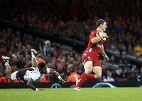 Pictured: George North of Wales (R) avoids a tackle by Masi Matatigo of Fiji (L). Saturday 15 November 2014<br />