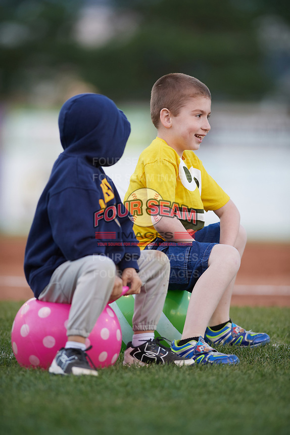 Young Batavia Muckdogs fans get ready for an on field promotion during a game against the West Virginia Black Bears on June 26, 2017 at Dwyer Stadium in Batavia, New York.  Batavia defeated West Virginia 1-0 in ten innings.  (Mike Janes/Four Seam Images)