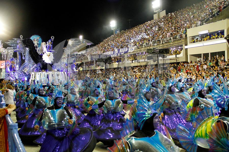 RIO DE JANEIRO, RJ, 06 DE MARÇO DE 2011 - CARNAVAL RJ - PORTELA - Integrantes da Portela, no primeiro dia de Desfile das Escolas de Samba do Grupo Especial do Rio de Janeiro, na Marquês de Sapucaí (Sambódromo), no centro da cidade, na noite deste domingo (6). (FOTO: VANESSA CARVALHO / NEWS FREE).